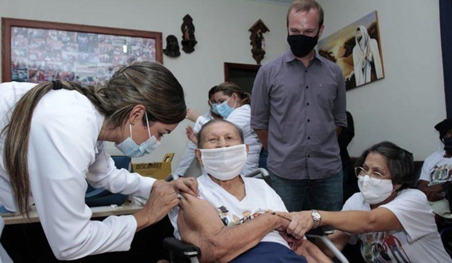 Center terenos vacina covid 19 foto saul schramm 1 730x425
