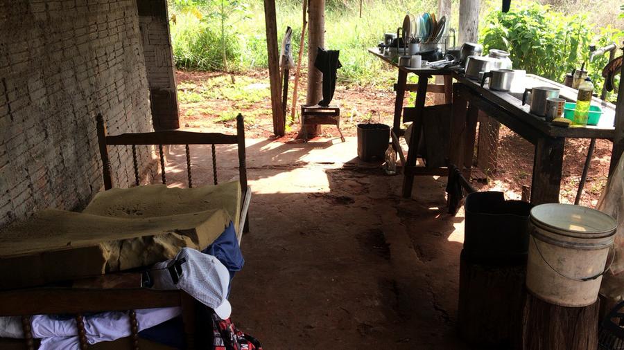 Center seis trabalhadores em condio anloga de escravo so resgatados de carvoaria em rochedo 32652264137 o